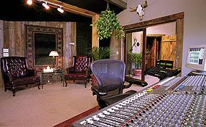 dark-horse-barefoot-studio-audio