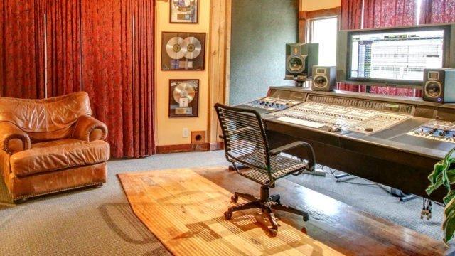 "Dark Horse Recording ""The Barefoot"" Control Room"