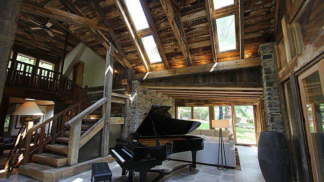 "Dark Horse Recording ""The Cottage"""