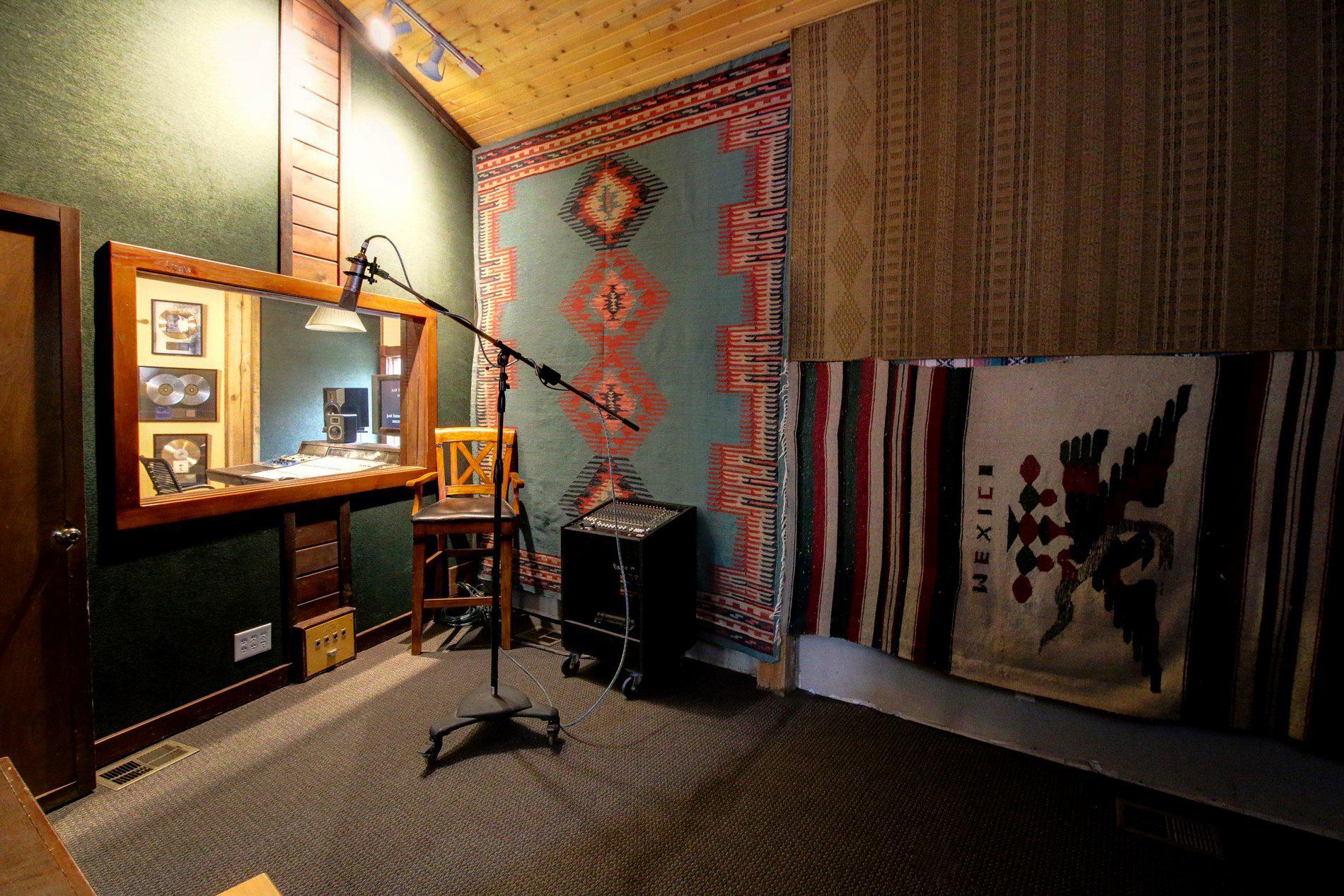 Barefoot Studio Iso Room