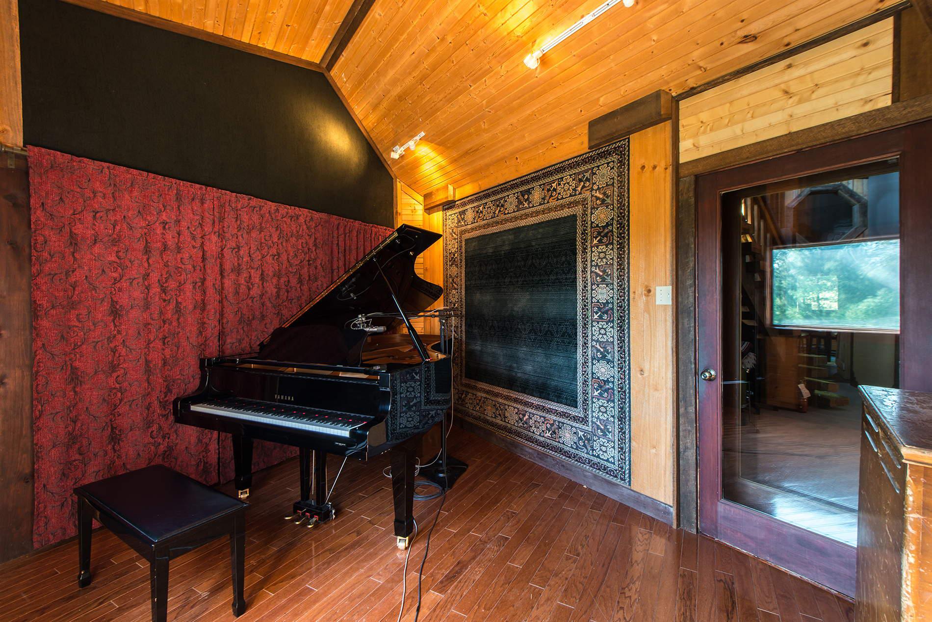 The Lodge Piano Room